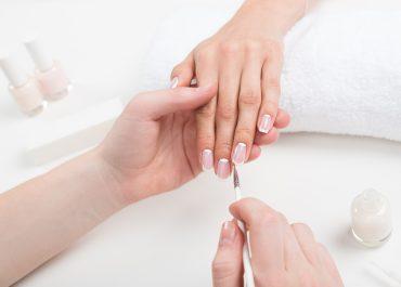 Czym jest BabyBoomer na paznokciach i jak go zrobić?