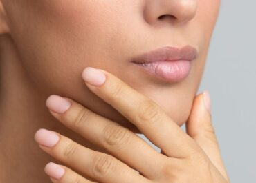 Jak zrobić matowe paznokcie hybrydowe?